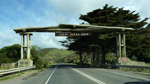 Great Ocean Road 2 - Memorial Arch.jpg